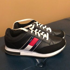 Tommy Hilfiger sneakers - like new - fit like 7.5